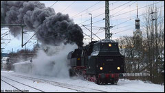 Für eine Sonderfahrt zur Bergparade in Annaberg dampft 65 1049 am 19.12.2010 zur Zugbereitstellung nach Chemnitz.