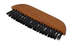 Taschen-Kleiderbürste - passt i Handtaschen oder Sakkos, auch als 'Tischkehrbürste' (''Kellnerbürste'') einsetzbar.  Geöltes Birnbaumholz. kräftige schwarze Borste. 2 Reihen. Größe 13,5cm