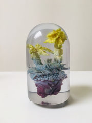 LANDOR (klein), 2016, Polymer, Holz, Glas, Farbe, 150 x 25 x 25 cm