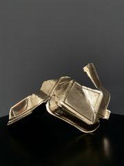 SHELTER, 2021, Bronze poliert, 29 x 16 x 13 cm, Unikat