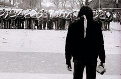 Steinewerfer in Bremen: Legendäre Demonstration vor 30 Jahren... (Foto: Thomas Grziwa / docuMoments.de)