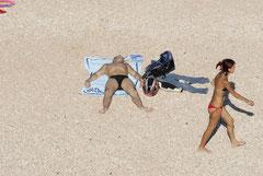 Sorgenfreies Strandleben: Männer und Frauen gehen eigene Wege... (Foto: Thomas Grziwa / docuMoments.de)