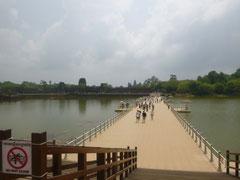 der eigentliche Steg Richtung Angkor Wat wird gerade restauriert