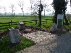 Gedenkstein Rhader Burg