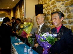 à gauche, Vu Quang Kinh, ancien Directeur de recherche au CNRS, à droite, Nguyen Khac Nhan, ancien Professeur à INP Grenoble