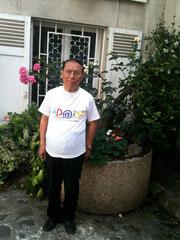 SE Trinh Ngoc Thai avec la première T-chemise d'adaly (francophonie oblige)