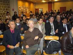 Nguyen Khac Nhan et Vu Ngoc Quynh dans l'auditorium