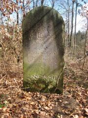 Grabstein des Ely Rosenberg mit deutscher Inschrift auf der Westseite