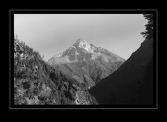 Khumbui Yul Lha, 5761m