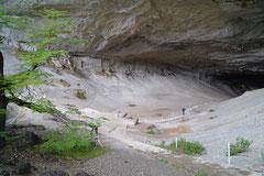 Mylodon-Höhle am Weg zum Torres del Paine NP, Chile