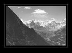 Blick über Chhunkhung zum Mt. Makalu, 8475m