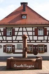 Bildnr. 304 / Brunnen und Café Engel