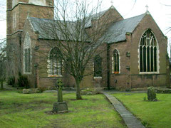 St Saviour's seen from the east (liturgical): the chancel is on the right, the south transept on the left. Image by Carl Baker downloaded from Geograph SP0987 reused under Creative Commons licence Attribution-ShareAlike 2.0 Generic (CC BY-SA 2.0)