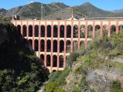 Das Aquädukt  versorgte die Zuckerfabrik in Maro mit Wasser