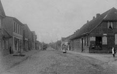 Juni: die Weidestraße um 1900 vor dem Durchbruch zur Vahldieckstraße