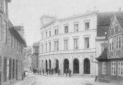 April: Geschäftshaus der Familie Janus zur Jahrhundertwende