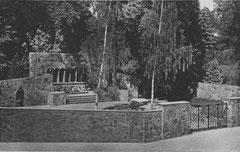 Oktober: Das Ehrenmal am Schlossgarten