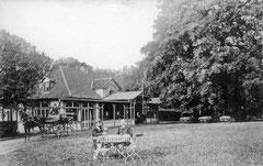 April: Das Gasthaus zum Uglei von August Holzbach ca. 1935
