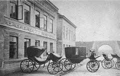 Mai: Auguststraße (Albert-Mahlstedt-Straße) 53-55 um 1870
