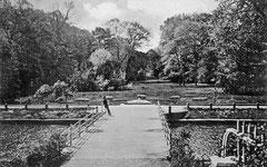 Juni: Brücke zur Südterrasse des Schlosses vor 1903