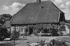Mai: Das Forsthaus in Dodau