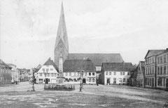 Juli: Marktplatz um 1900