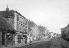 Juli: Lübecker Straße Nr. 20 - 6