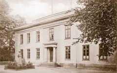 September: Das Gymnasium, Lehranstalt seit 1833