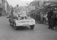 Dezember: Olympisches Feuer auf dem Weg nach Kiel 1936