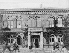 November: Die Mädchenschule in der Bahnhofstraße vor dem Ersten Weltkrieg