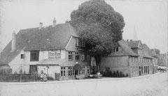 April: Hotel Voß-Haus um 1890