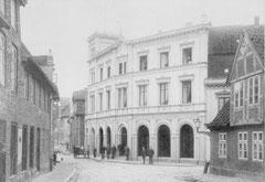 Oktober: Blick in die Sackstraße um 1890