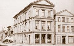 Mai: Markt / Ecke Peterstraße um 1900