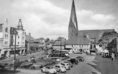 September: Der Marktplatz mit Blick in die Königstraße um 1955