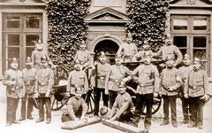 November: 1. Spritzenabteilung der Freiwilligen Feuerwehr im Jahr 1903
