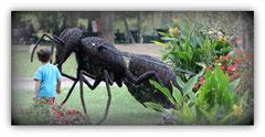 Kunst, Gesundheit, Bildung e.V. => Wiesenbach, Germany is buying Iron Wire Honeybee-sculpture