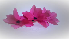 Barrette à cheveux fleur en tissu , création brodée, réalisée par Maria Salvador