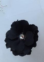 fleur en tissu, création brodée strass Swarovsky, réalisée par Maria Salvador