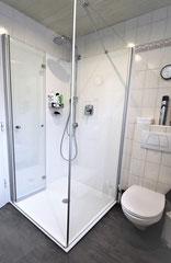 NACHHER Dusche mit Wandpaneele