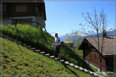 Auf diesem Niveau wird die Terrasse erstellt, d.h. gegen vorne wird das Terrain noch aufeschüttet.