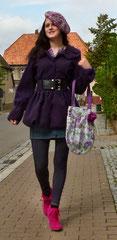 Mal eine andere Farbe: Toller lila Kurzmantel!