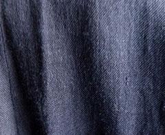 in dunklem Blau