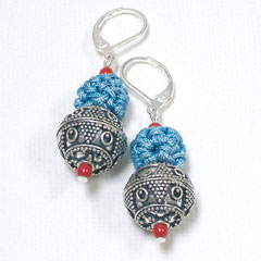 Ohrringe mit handgefertigten Silberperlen aus Jaipur