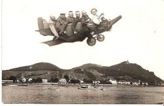 """Dr. Wolter mit dem Kegelklub """"Taifun"""" Dedeleben beim """"Flug über den Rhein""""."""