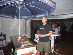 Jens- Uwe am Cocktailstand...