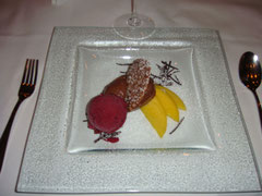 Schokomousse, Mandel-Orangenplätzchen, Cassissorbet