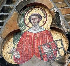 Mosaik-Porträt am Turm der Pfarrkirche St. Laurentius in Neuenkirchen