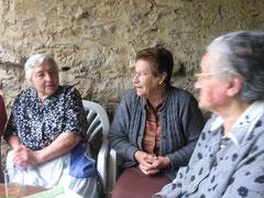 Angeles,Lía y Raquel-Las mayores del pueblo