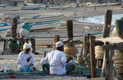 Oman - Fischer im Hafen  Foto: Thomas Lenz
