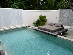Beach Villa privater Innengarten mit Pool und Außendusche